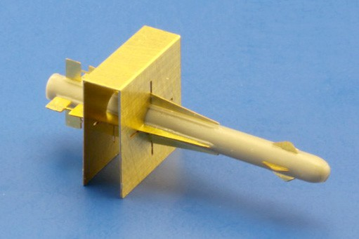 2 x RB28 AIM-4D Falcon incl. fin alignment tool.